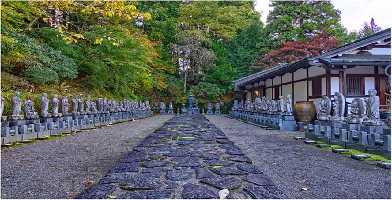 Koyasan, Japan. Credit: Geoff Whalan. Flickr, Creative commons. https://www.flickr.com/photos/geoffwhalan/38678283655/in/photolist-21VSjcz-Nky9wS-gjvis4-7GVDtS-2dK7DV4-r1oDoH-eFg5wB-PZJ3yT-2beRnMu-eFgbGV-S4cv57-4E3sAi-fBTLCz-RsanGN-oJU3iZ-epyqUD-m7Zjrx-8fEM6A-SLJvN4-9B3mdW-6nwvcd-mRd4v3-6ev6zU-mS5zXr-qok28C-eeB4o2-RYTGMK-mS63Zx-obzj9w-wEi48-mLU4KS-qmWJXb-VvjWeF-bNzk4K-2aW7sYC-mSUUoN-fS7NcF-mS4rUz-FBsRiy-RvyGSm-h3L4Ew-4E7LAm-86ZiUP-RDtgio-jGiBpK-2d4W1wk-8sRURM-Cdr59-2di3DLN-b1kUiD